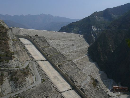 Tehri Dam on the Bhagirat, one of the largest dams in the world. By Lingaraj, G. J. [CC-BY-2.0], via Wikimedia Commons