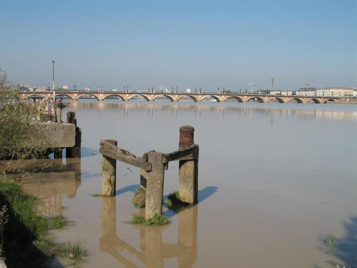 Muddy waters: the Garonne river near Bordeaux (photo: Sebastian Birk)