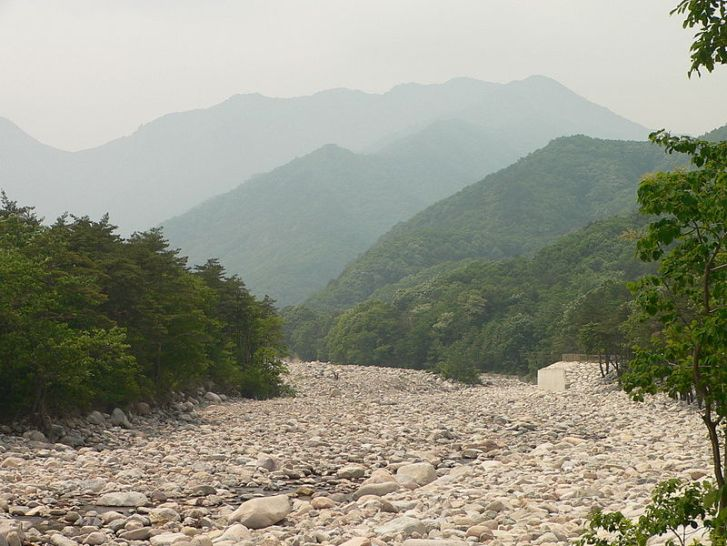 Dry river bed near Mt. Seoraksan in Korea.  Image: Wikimedia