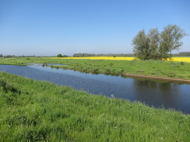 River Great Ouse in arable farmland.  © Copyright Hugh Venables and licensed for reuse under this Creative Commons Licence