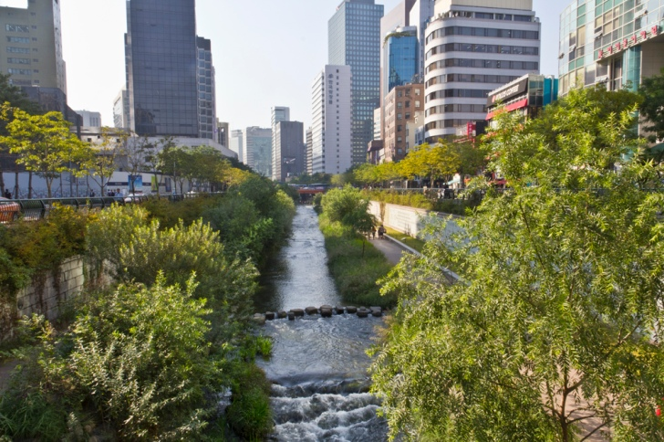 Cheonggyecheon stream in Seoul, South Korea, daylighted from sewers in 2003.  Image: Kaizer Rangwala, Flickr.
