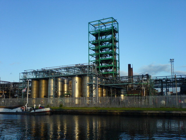 Chemical works on Aire and Calder Navigation canal, Yorkshire.  Image: Jayne Claughton | Creative Commons Licence