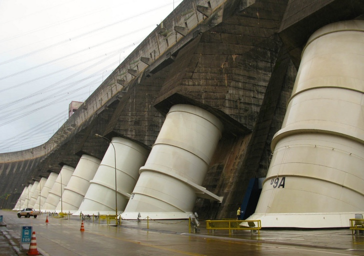The dam wall on the Itaipu hydropower project. Image: International Hydropower Association, Flickr