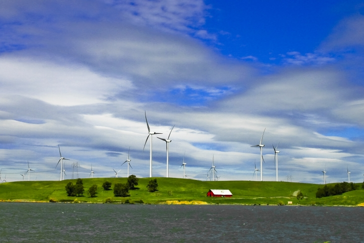Wind Energy Lake, CC Conor Dupre-Neary, Flickr - Consensus World
