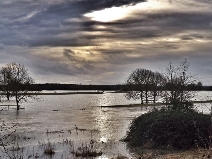 Water seeps across landscapes and lives... Flooded agricultural fields. Image: Broo_am | Flickr Creative Commons